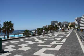 Strandpromenade in Sea Point am Meeresschwimmbecken
